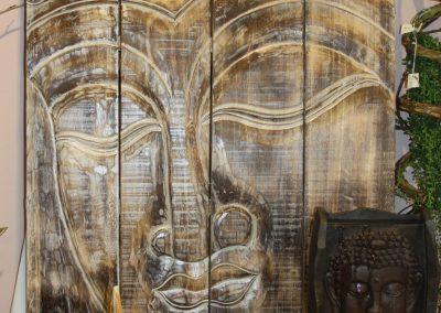 Handgefertigte Wand mit Buddha-Motiv